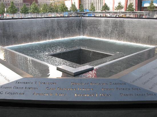 อนุสรณ์ 9/11: The South Pool
