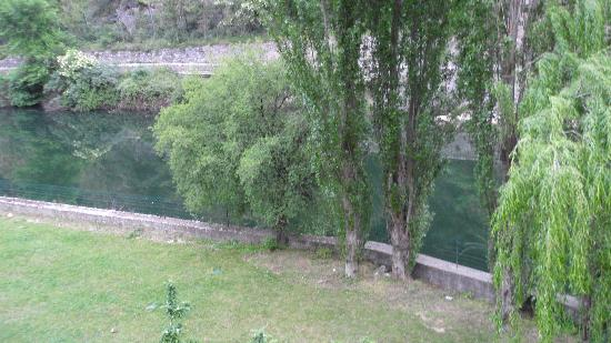 A l'Ombre du Fort: view from room 1 of backyard and river