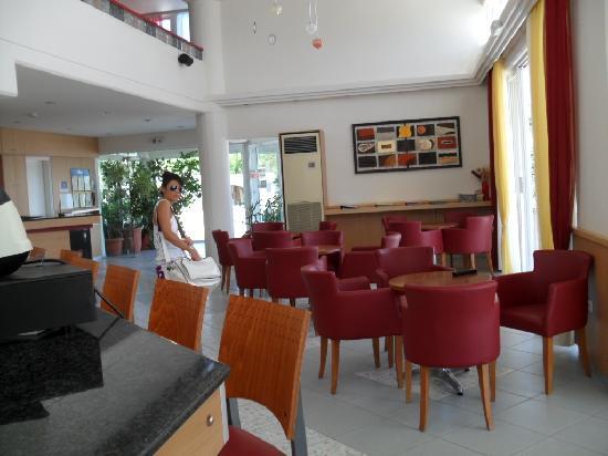 Hotel Irinna: zona bar