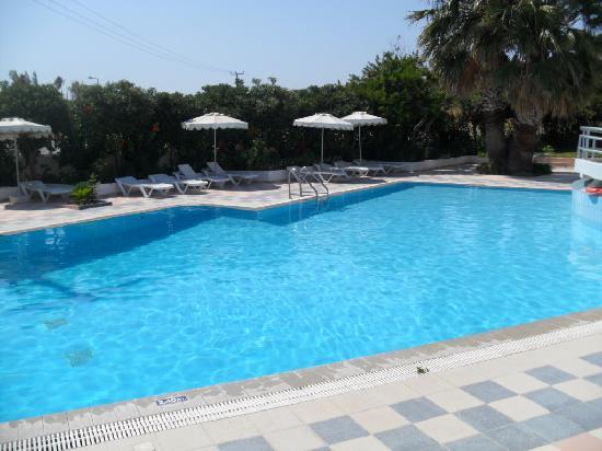 Hotel Irinna: piscina