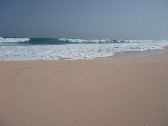 Hotel Riu Touareg: Riu Touareg, beach and moderately high wave.