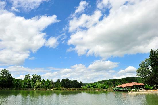 Residence Goelia Les Cottages du Lac: Le lac et la réception