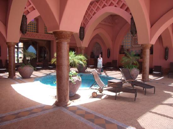Hotel Riu Touareg: Riu Touareg, hot tub area in spa.