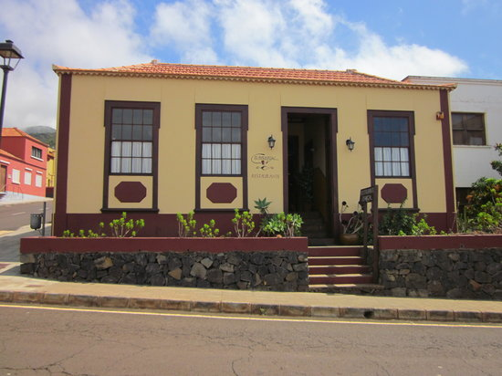 El Bernegal : Front of restaurant