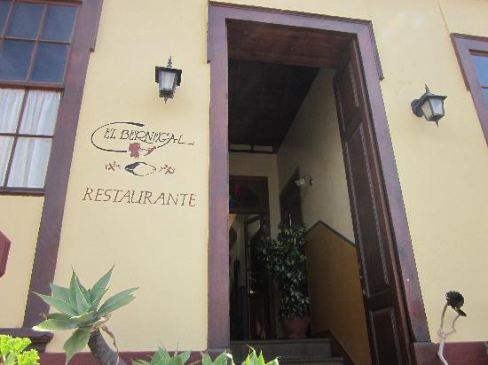 El Bernegal: Entrance