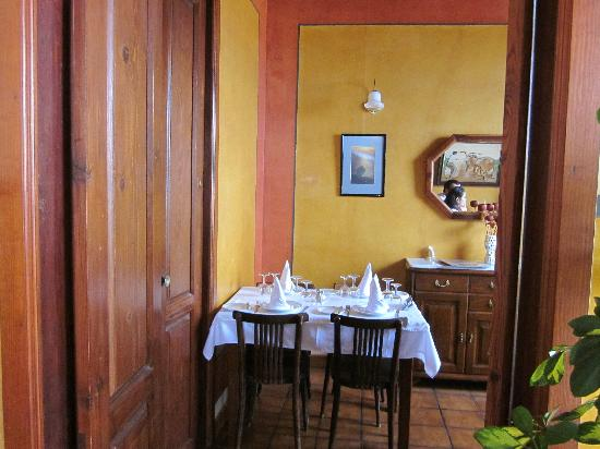 El Bernegal: Another restaurant room