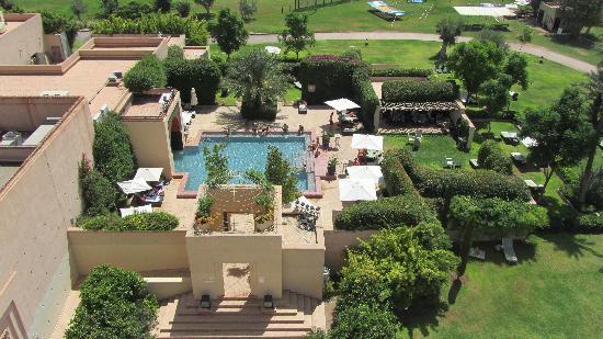 """Club Med Marrakech La Palmeraie: La piscine """"calme"""" photographiée depuis la tour"""