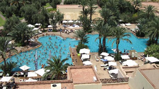 Club Med Marrakech La Palmeraie: La piscine principale photographiée depuis la tour