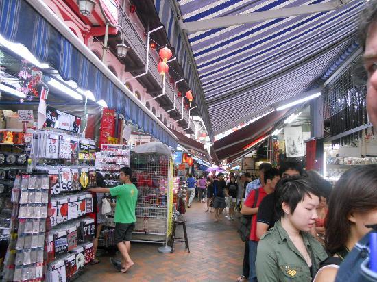 ไชน่าทาวน์: Looking down one of the market laneways