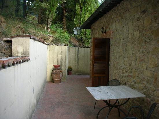 بوديري لامبرتو: The terrace and the view of the wall