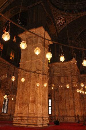 สุเหร่าโมฮัมเหม็ดอาลี: The giant pillars