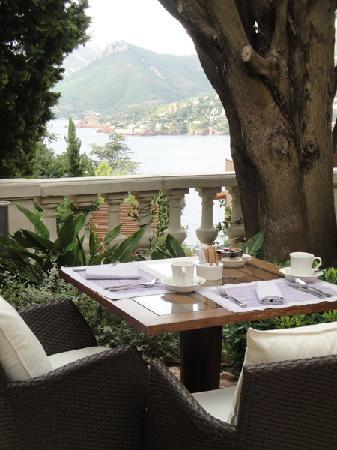 Hotel Tiara Yaktsa Cote d'Azur.: Le cadre petit-déj'