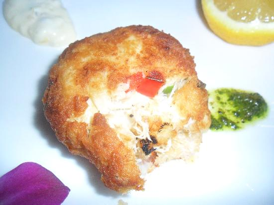 McLoone's Pier House: Crab cake