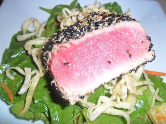 McLoone's Pier House: Seared tuna