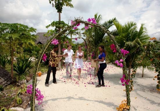 The Zanzibari: Mit viel Liebe geschmückt und mit Blütenblättern beworfen