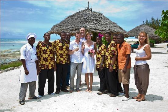 The Zanzibari: Gruppenfoto mit den gesamten Belegschaft