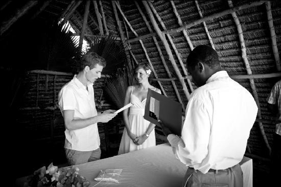 The Zanzibari: Bei der Trauung mit dem Standesbeamten