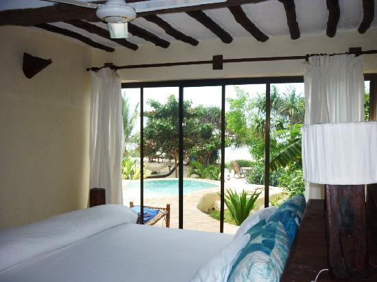 The Zanzibari: Blick vom Schlafzimmer auf unseren Privatpool :-)