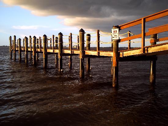 เกาะซานิเบล, ฟลอริด้า: pier on bay side