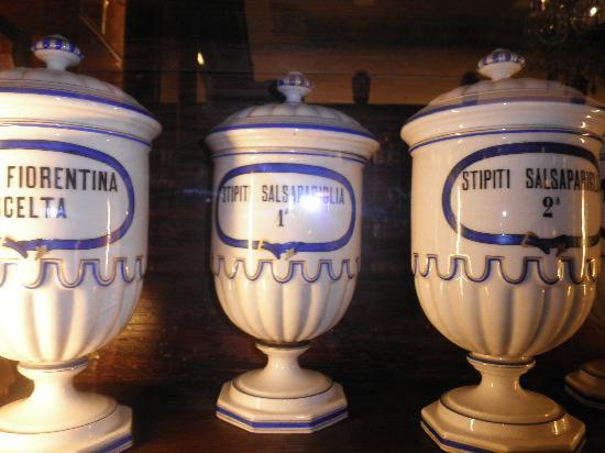 Sansepolcro, Italia: vasi in ceramica