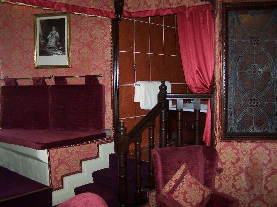 Lumley Castle Hotel: the bathing area