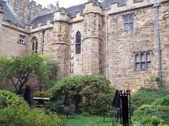 Lumley Castle Hotel: inner courtyard