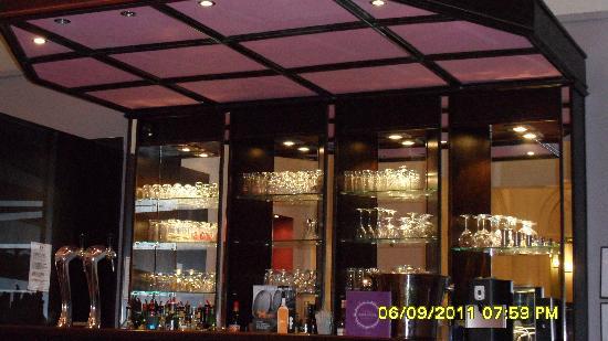 Mercure Lille Roubaix Grand Hotel: The Bar area