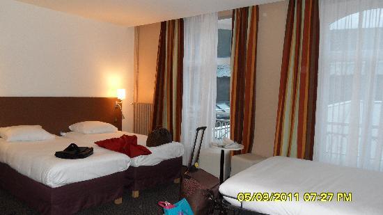 Mercure Lille Roubaix Grand Hotel: Tripe bed room