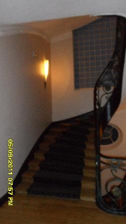 Mercure Lille Roubaix Grand Hotel: Grand staircase