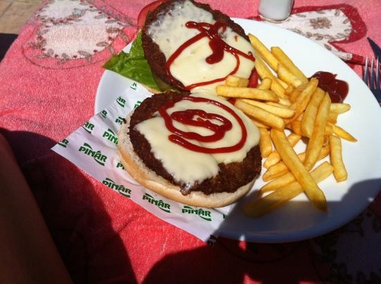 Arya Aparthotel: Hasan's double cheese burger.Mmm.