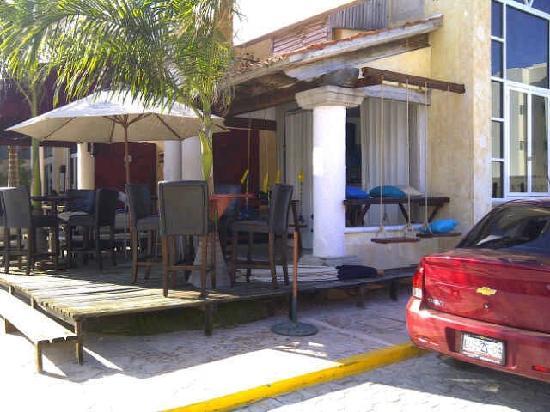 Hangover Bar: Terraza del bar 2