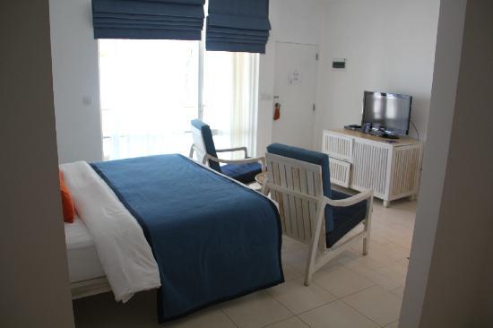 โรงแรมชายา บลู ทรินโคมาลี: Beach chalet