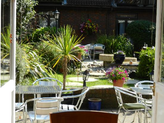 Kingston upon Thames, UK: The courtyard was lovely for our guests