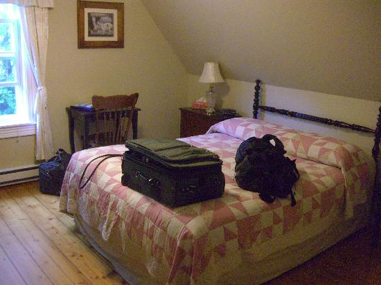 Innisfree Bed and Breakfast: Front Bedroom