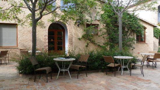 El Moli de Siurana : the patio in front of El Moli restaurant