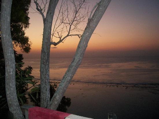 Suara Ombak Cottages: Sunset at Suara