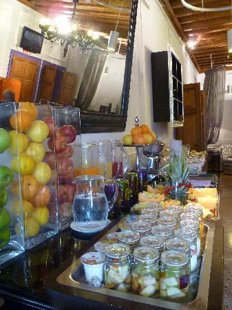 เอดี เพลซ วีไนซ์: Breakfast room