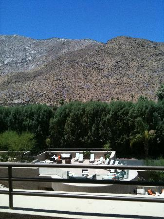 Hyatt Palm Springs: view from our 4th floor balcony with raised outdoor smoking area