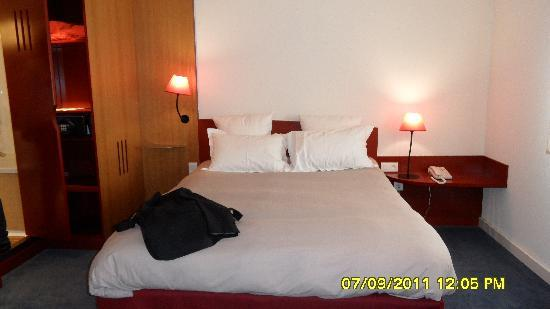 Novotel Suites Reims Centre: Double bed