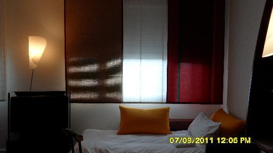 Novotel Suites Reims Centre: Single sofa bed