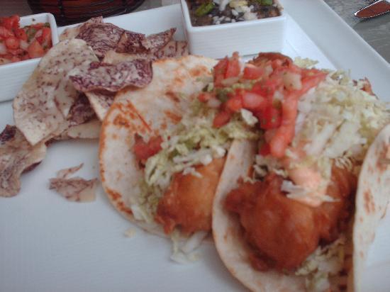 Hyatt Regency Maui Resort and Spa: Fish tacos at Hyatt outdoor restaurant