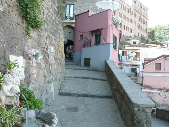 Casa Gilda: The hosue is part of the historical  postcard of Sorrento