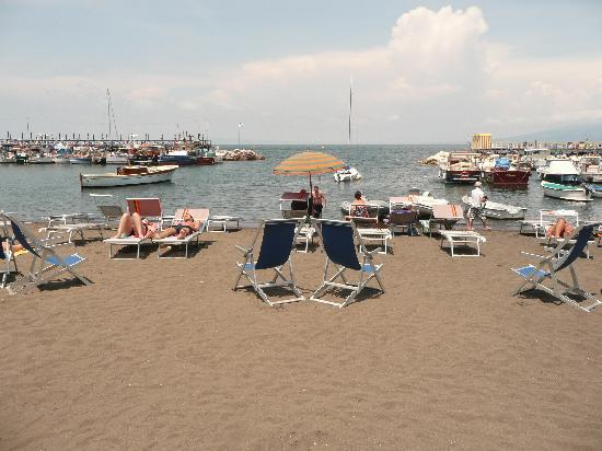 Casa Gilda : the beach right below the house
