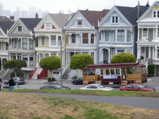 San Francisco Shuttle Tours: The infamous Painted Ladies