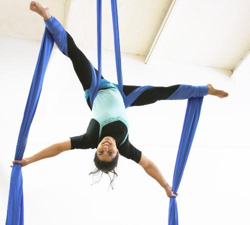 Philadelphia School of Circus Arts: Intro Workshops let you try your hand at trapeze,silks and rope - no experience required!
