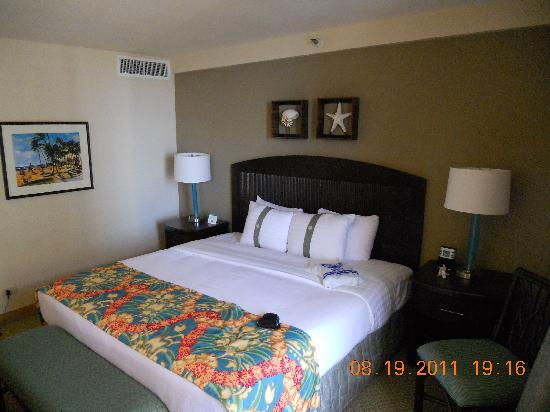 Waikiki Beachcomber by Outrigger: King size bedroom
