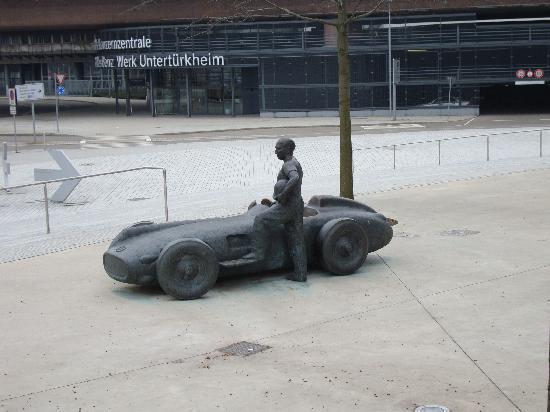 พิพิธภัณฑ์ยานยนต์ เมอร์เซเดส-เบนซ์: exterior