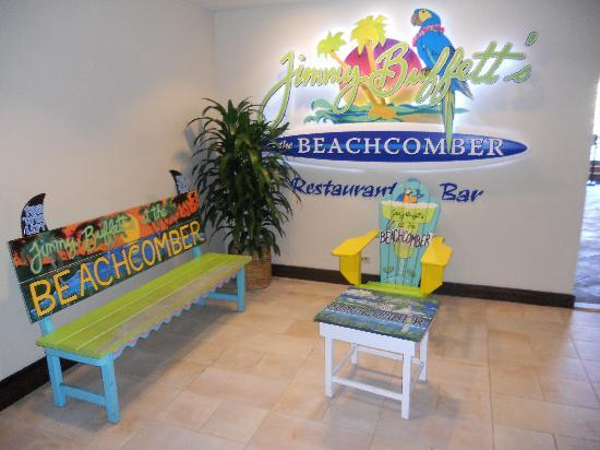 Jimmy Buffett's at the Beachcomber: entrance from hotel lobby