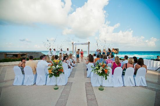 ออมนิแคนกันโฮเต็ล&วิลล่าส์: Wedding on Terrace