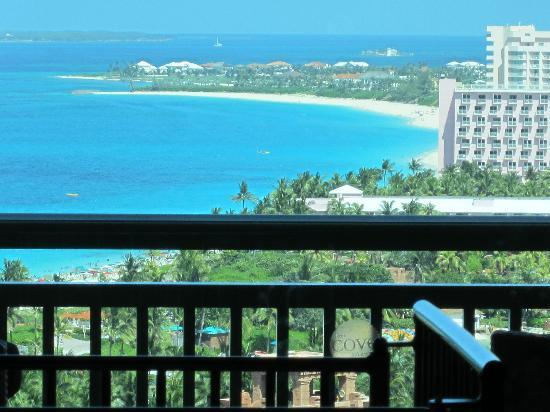 The Cove at Atlantis, Autograph Collection: Ocean view from the bed